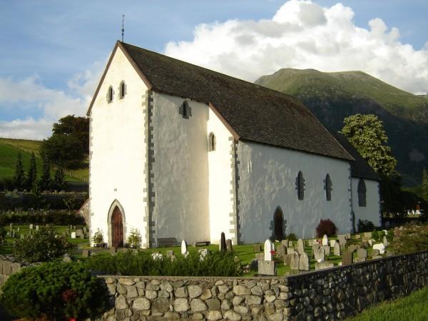 Kvinnherad kirke Av Tomasz Halszka - Eget verk, CC BY-SA 2.5, https://commons.wikimedia.org/w/index.php?curid=1465102